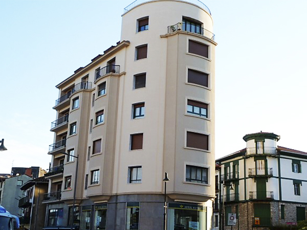 Trabajo de rehabilitación de fachada en Hondarribia