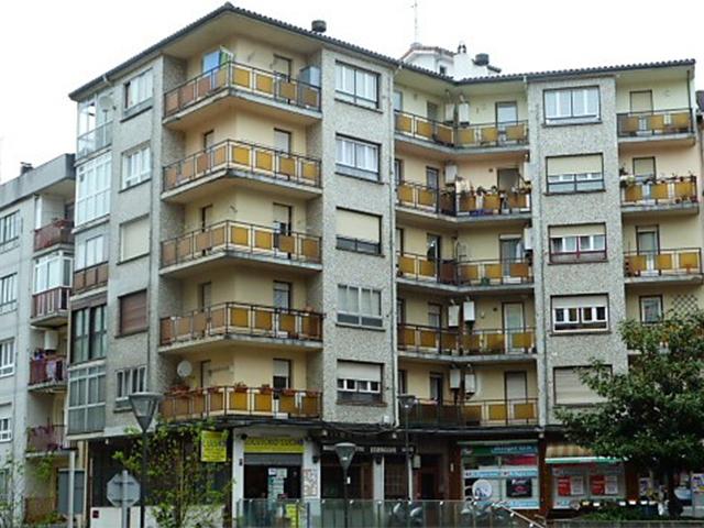Trabajo de mejora de fachada en la calle Estación de Irun