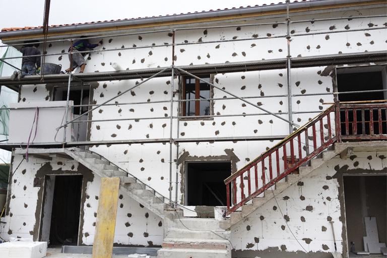 Trabajos realizados en la fachada de una casa
